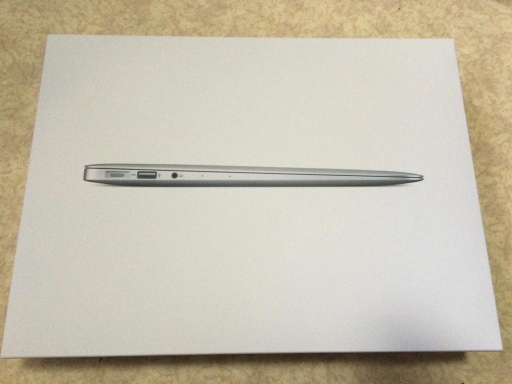 MacBookAir(13インチEarly2015)モバイル用に購入!iMac(21.5インチLate2013)だけだと困る!これで安心して外出ができるi